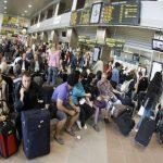 Emigrarea: o soluție pentru români, un dezastru pentru România! Românii sunt tot mai puțini și tot mai bătrâni
